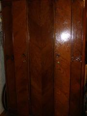 продам шифоньер  трехстворчатый дубовый 1949 года выпуска